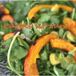 ein marktbesuch – und was wir draus gemacht haben. salat mit kürbisspalten, tomatenbrot und johannisbeeren.