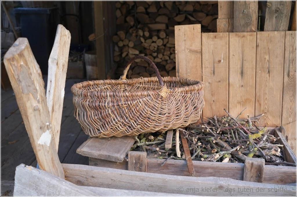 feuerholz, weidenkorb