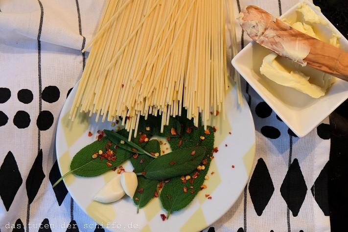 salbeispaghetti mit knoblauch und chili